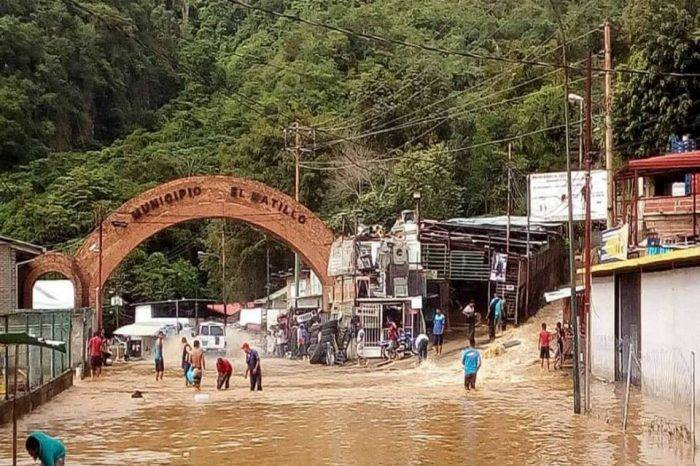 Agua en la calle y sequía en las casas sufren en El Hatillo (y VI)