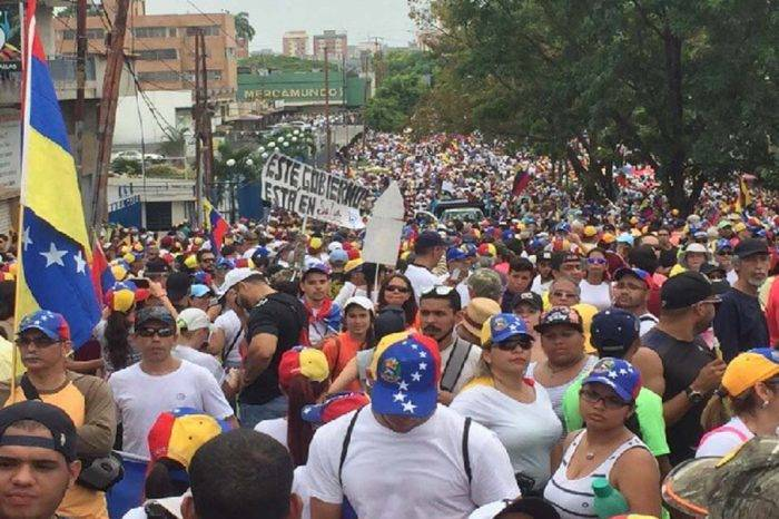 Intelectuales y académicos piden unidad para salir de la dictadura y lograr elecciones