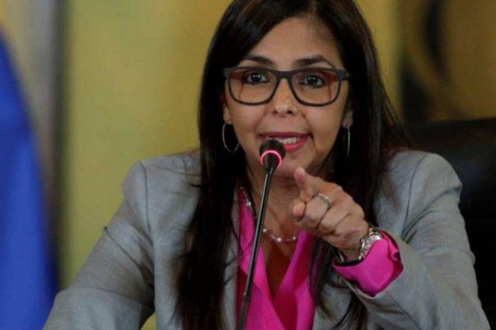 """Delcy Rodríguez pide a Guaidó """"reflexionar"""" y detener la """"locura contra Maduro"""""""