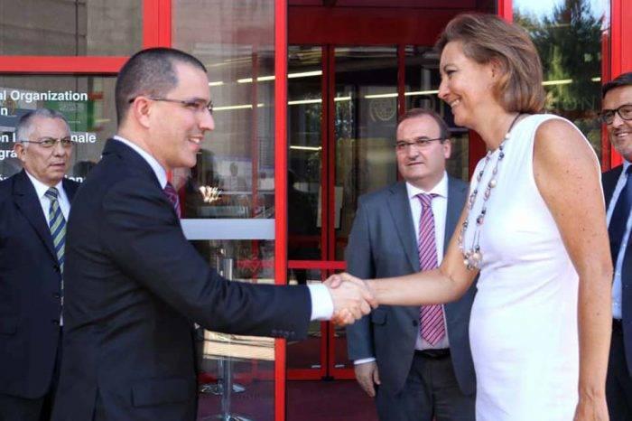 """Arreaza coordina con la OIM para traer venezolanos por el plan """"Vuelta a la patria"""""""