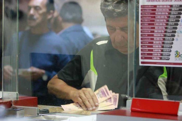 Gobierno viola tratados de ONU limitando operaciones bancarias de migrantes