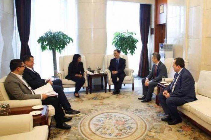 Delcy Rodríguez viajó a China para buscar apoyo económico