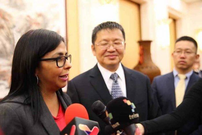 Venezuela firma nuevos convenios en minería y petróleo con China
