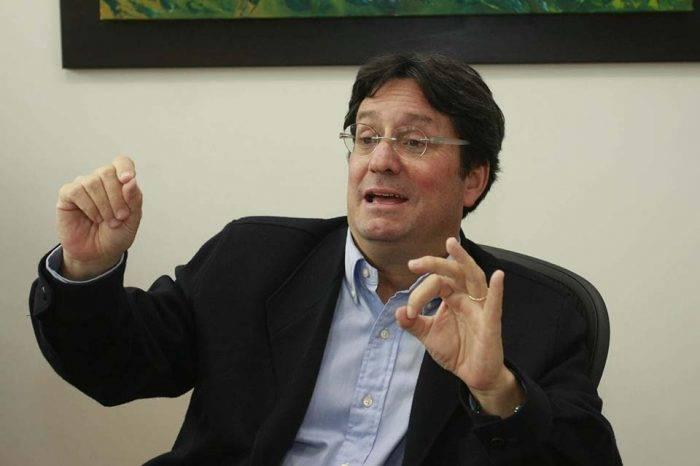 Iván Duque designa a primo de Juan Manuel Santos como embajador ante EEUU
