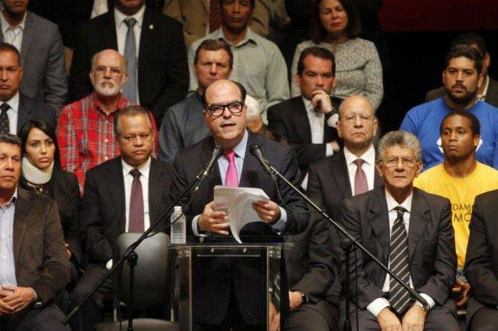 Todo cuanto se le critica a la oposición, por Sixto Medina