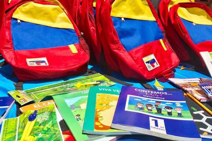 Ministro Istúriz afirma que combos escolares costarán BsS 150