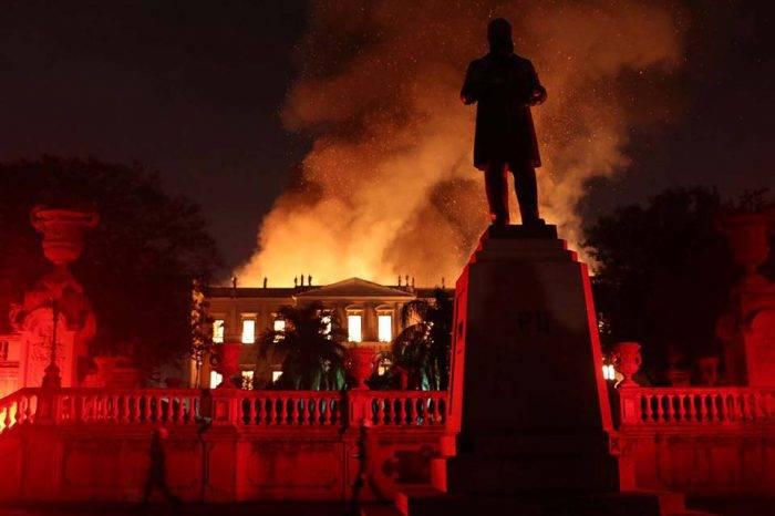 Un incendio arrasa el Museo Nacional de Río de Janeiro