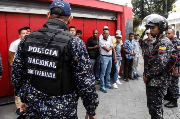 Detienen a 100 pregoneros de oro en el centro de Caracas por presunta estafa