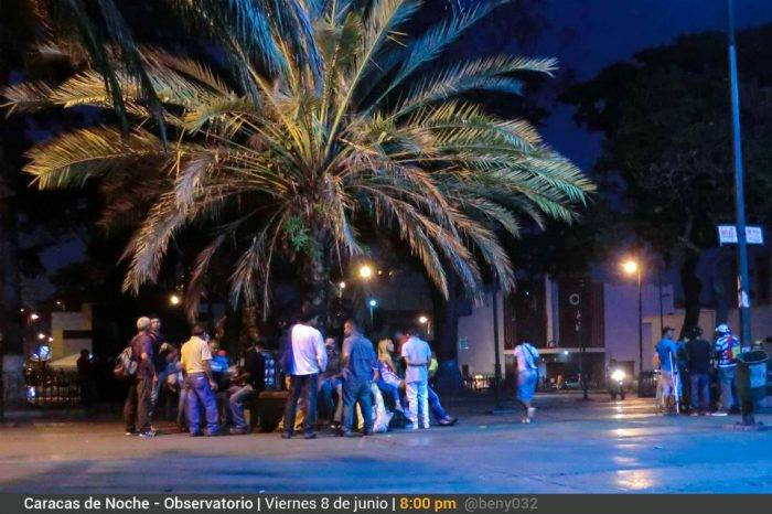 Observando Caracas de Noche