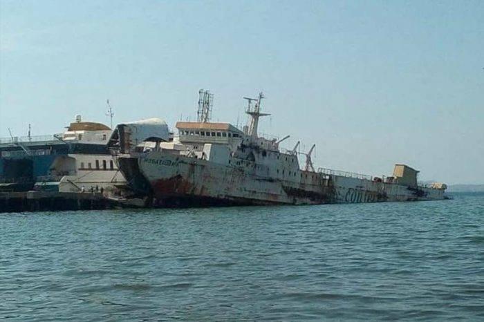 Ferry Rosa Eugenia se hunde progresivamente en fondeadero de Puerto La Cruz