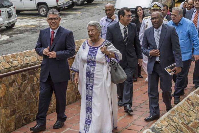 Elías Jaua sale del Ministerio de Educación y reciclan a Aristóbulo