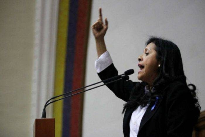 Diputada Dignora Hernández acusó al Gobierno de robarse el derecho a la educación