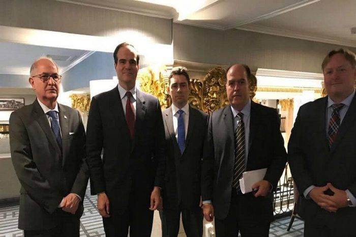 Opositores abordan situación venezolana con Consejero de Seguridad de EEUU