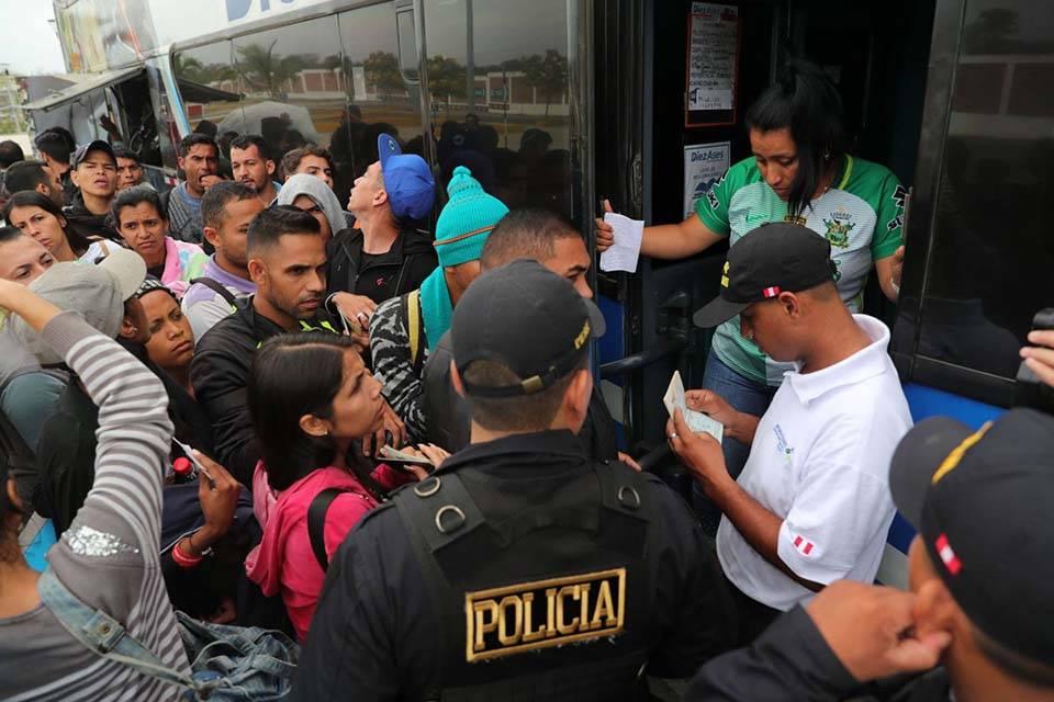 Gobierno peruano despliega su ejército para detener migración ilegal