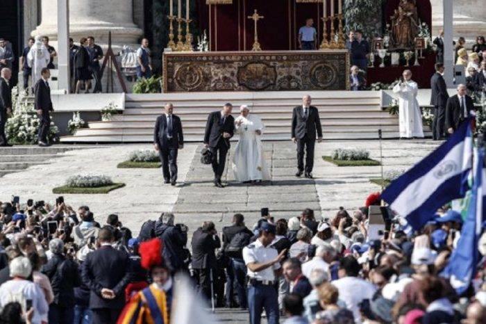 Papa Francisco celebró la canonización de Romero y Pablo VI