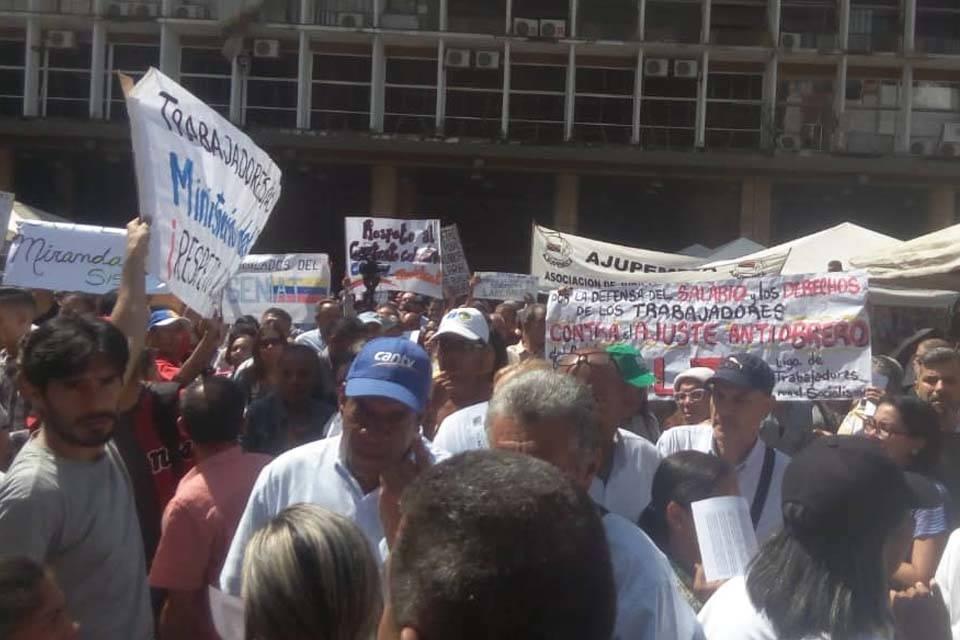 Protestas trabajadores Plaza Caracas