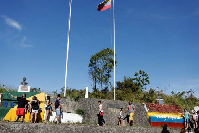 No entra ni sale nadie, comunidad indígena en Bolívar mantiene cerrada vía a Brasil