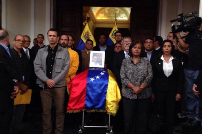 Familiares de Albán piden ayuda a la AN y la OEA para realizar autopsia independiente