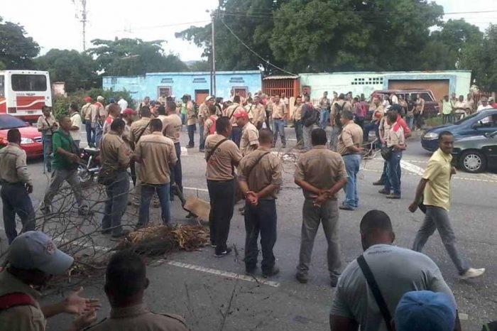 Trabajadores cementeros bloquearon vía Valles del Tuy para exigir respeto al salario