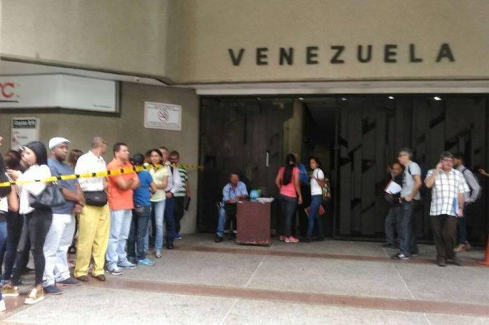 Más de 900 pasaportes esperan su retiro en la embajada venezolana en Chile