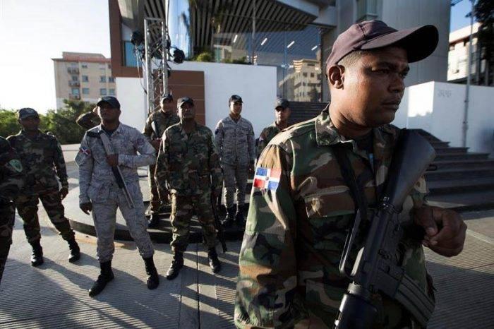 Autoridades dominicanas decomisan 30 paquetes de cocaína en vuelo venezolano