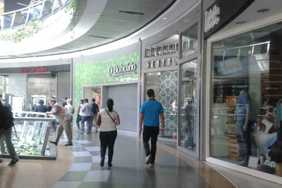 sectores autorizados están centros comerciales Caracas
