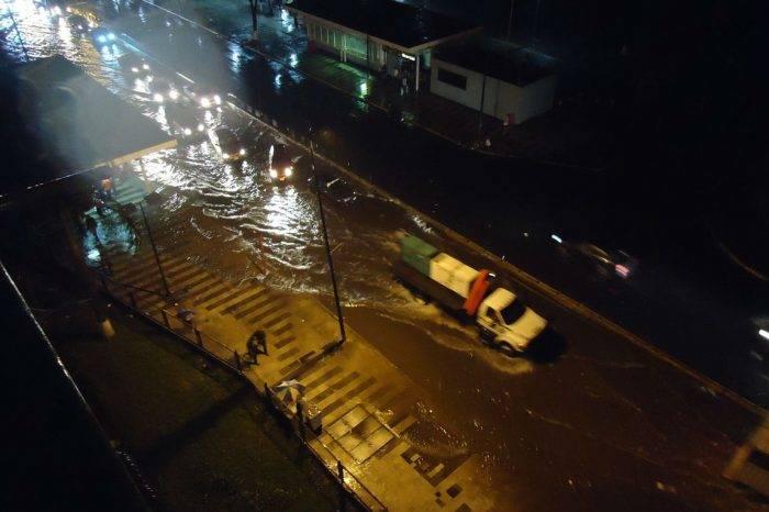 """Fallas eléctricas e inundaciones en Caracas por el """"Cordonazo de San Francisco"""""""