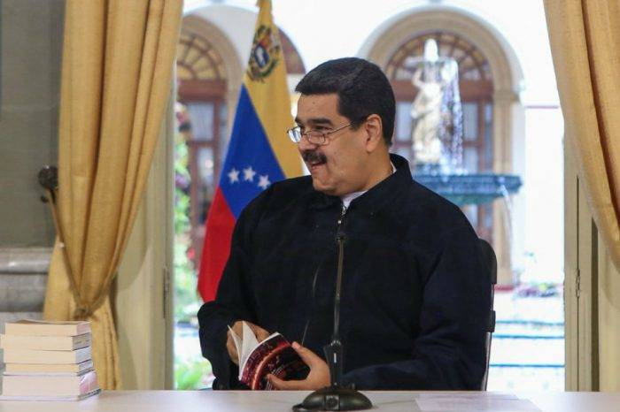 "Maduro se burla de la ""paranoia"" de Mike Pence sobre caravana de migrantes"