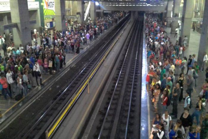 La semana comienza con fuerte retraso en el Metro de Caracas
