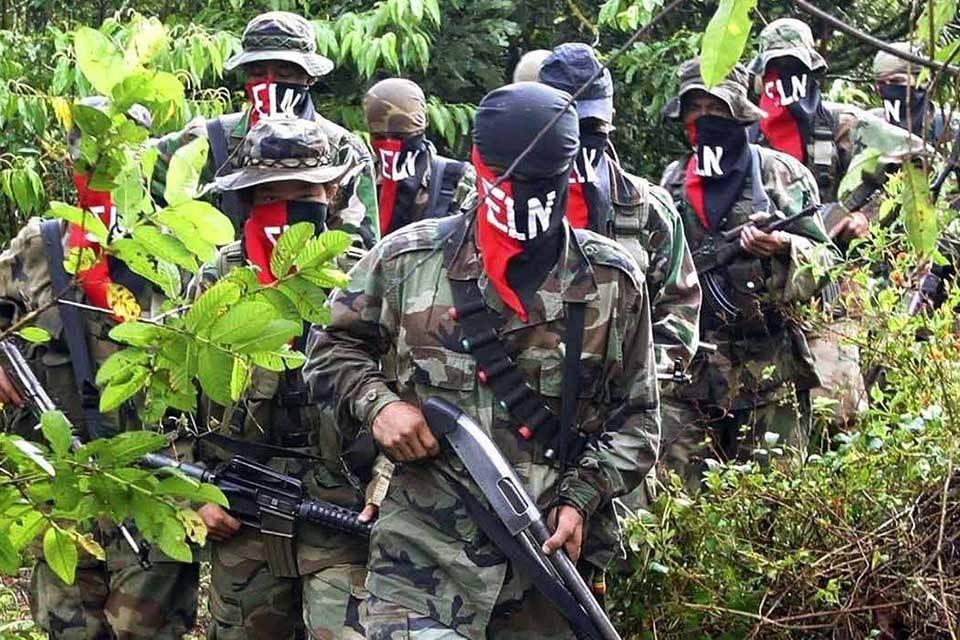 Ejército de Colombia y ELN se enfrentan