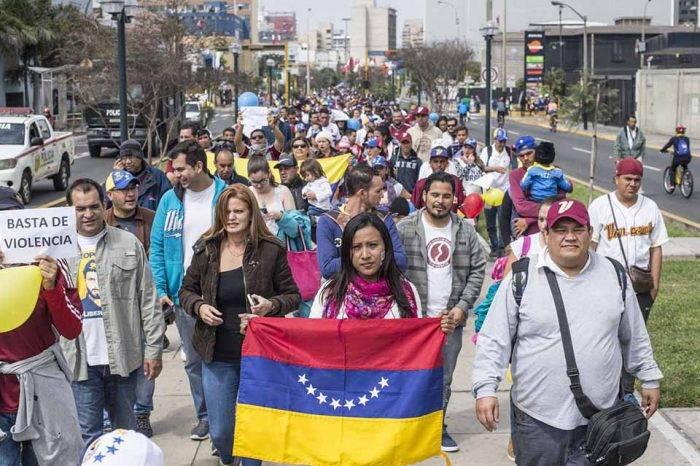 Venezolanos en Ecuador cobran menos del salario básico: El 0,7% tiene ingresos superiores
