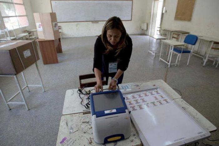 Entre vacaciones y elecciones, por EstherPerozo