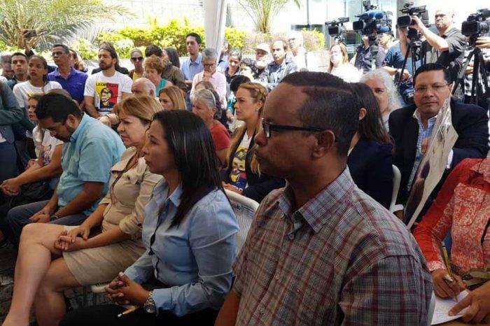 AN y familiares de presos políticos insisten en visita de Bachelet al país