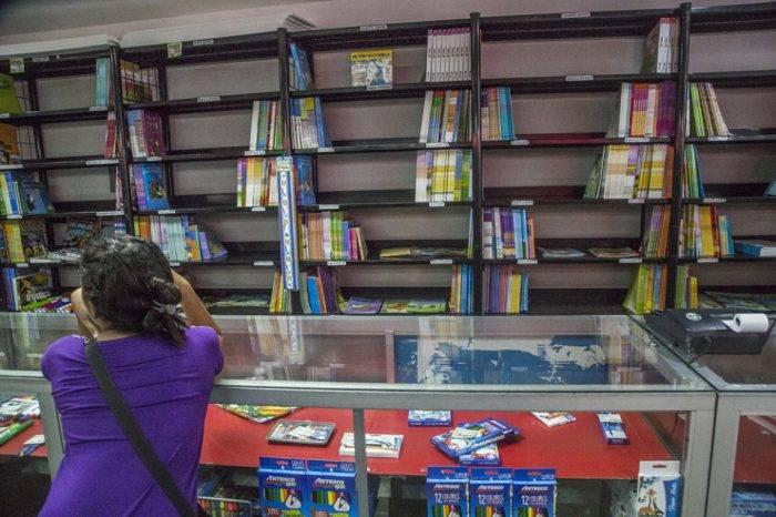 Políticas económicas de Maduro han dejado en jaque producción de textos