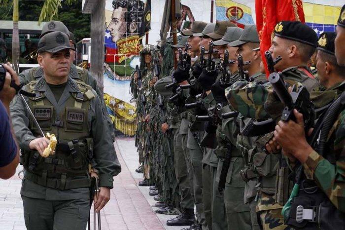 Tres oficiales se disputan el Ministerio de la Defensa si Maduro decide salir de Padrino