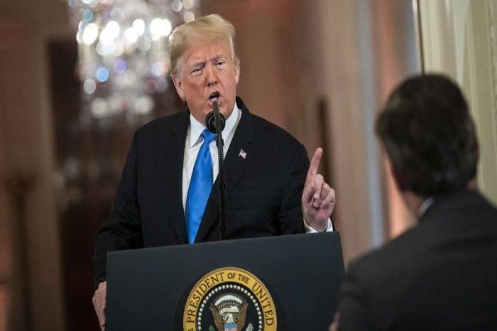 Justicia de EEUU ordenó a gobierno de Trump a devolver credenciales a periodista de CNN