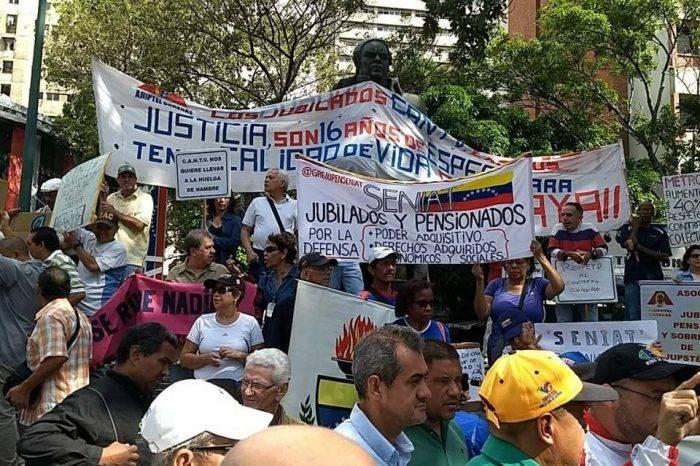 Trabajadores protestan en la Plaza Morelos para exigir mejores sueldos