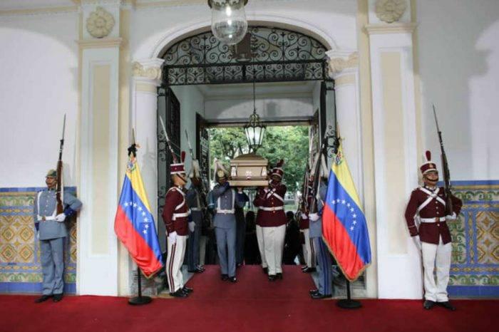Llegan al país los restos de Alí Rodríguez Araque