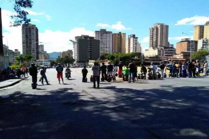 Avenida Baralt protestó por ausencia del pernil navideño y gas este #31Dic