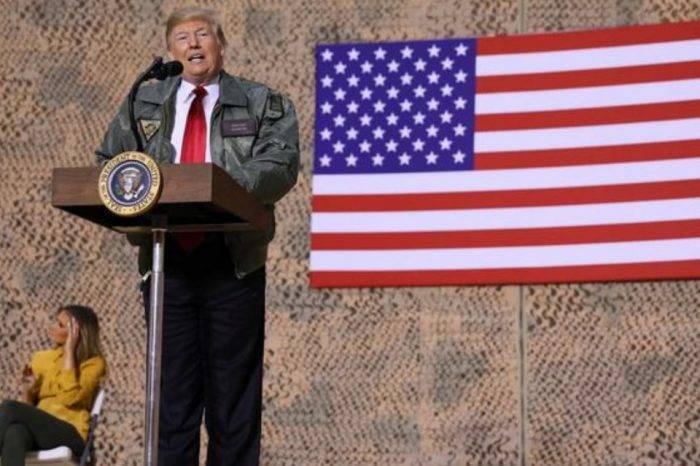 """Trump visita Irak de sorpresa y dice que """"EEUU no puede ser la policía del mundo"""""""