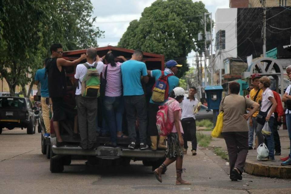 La falta de transporte aleja a los estudiantes de las universidades