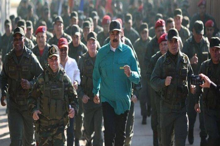 """Maduro visitó cuarteles militares en el interior para que reiteren """"lealtad"""""""