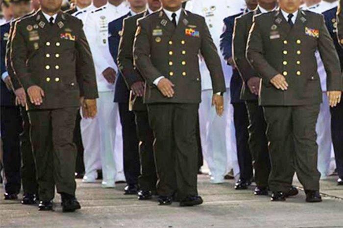 Militares retirados instan a no usar las armas contra el pueblo
