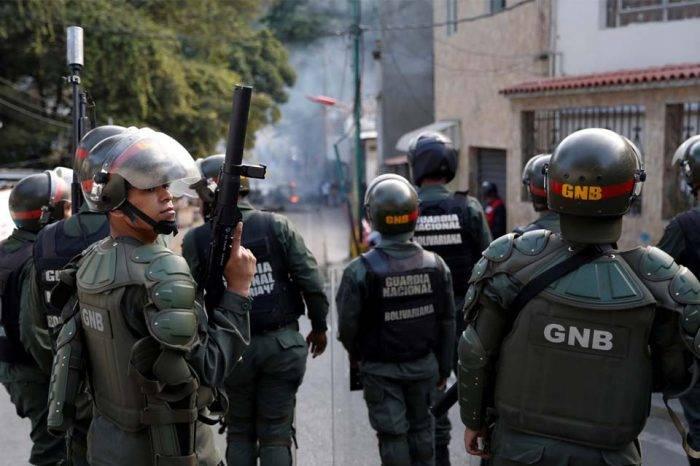 GN arremetió contra manifestantes opositores