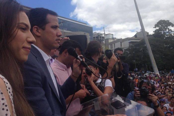 """Guaidó: """"Saquen lo que quieran, inventos, con capucha, audios. No confunden a nadie"""""""