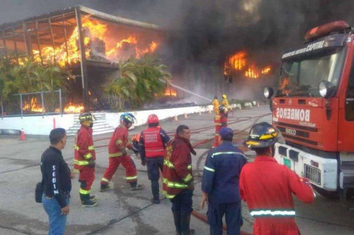 """Gobierno """"sospecha"""" que incendio en galpones del IVSS en Guarenas fue provocado"""