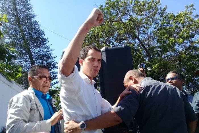 """Guaidó dice que Maduro perdió el control de las FF.AA con detención """"espóntanea"""""""