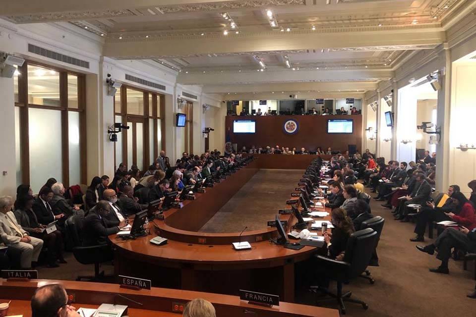 Colombia acusa en la OEA a Maduro