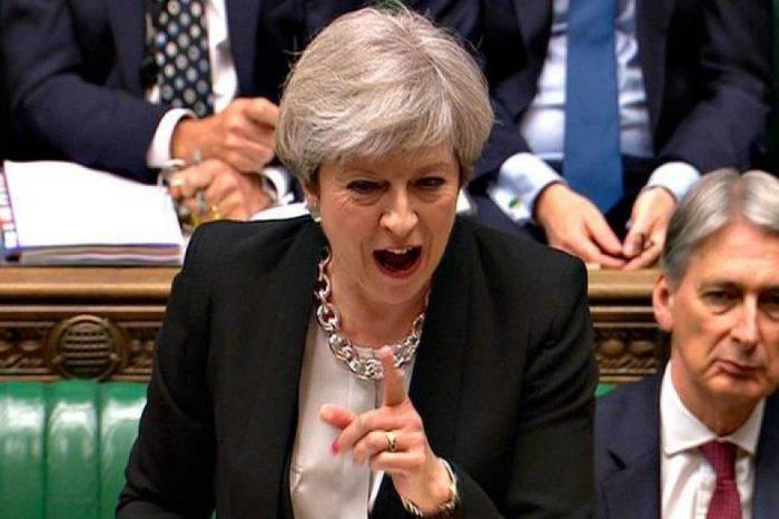 Parlamento aprueba postergar el 'brexit' y rechaza segundo referendo