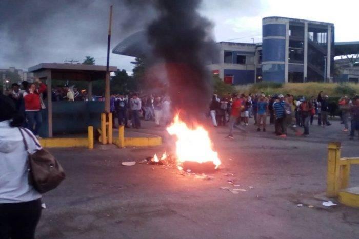 Habitantes de Charallave protestan por fallas en el ferrocarril